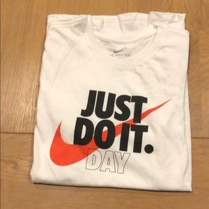 Nike just do it day even tee short sleeve